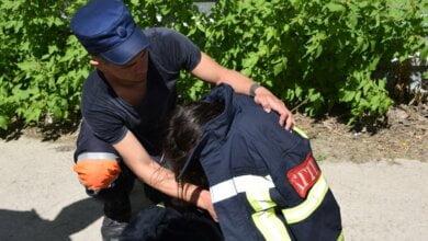 В Николаеве 22-летняя девушка прыгнула с моста - ее спас патрульный (ФОТО) | Корабелов.ИНФО image 1