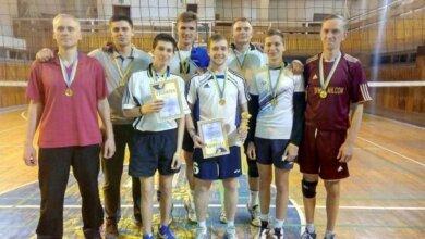 Photo of Чоловіча команда ДЮСШ-5 перемогла у Відкритому чемпіонаті Миколаєва з волейболу
