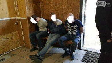 В Николаеве трое мужчин напали на полицейского   Корабелов.ИНФО