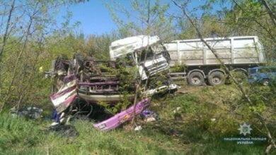 """Масштабное ДТП: столкнулись грузовик, маршрутка с военными и автобус """"Николаев-Очаков"""" с пассажирами – есть пострадавшие   Корабелов.ИНФО image 1"""