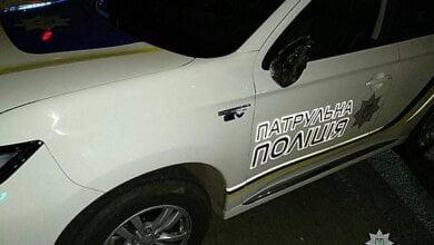 Photo of «Мне вообще пох*ру, завтра все порешаю»: в Николаеве пьяный водитель «протер» машину патрульной полиции