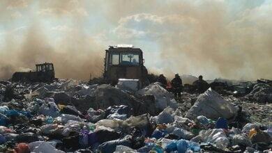 Photo of Под Николаевом загорелась городская свалка – к тушению пожара привлекли бульдозер и водовоз