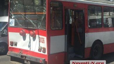 Photo of Тягач въехал в николаевский троллейбус – пострадали женщина и двое детей