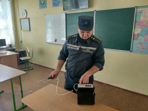«В николаевской школе №6 распылили аэрозоль, в медучереждения направлены 32 ученика», - спасатели
