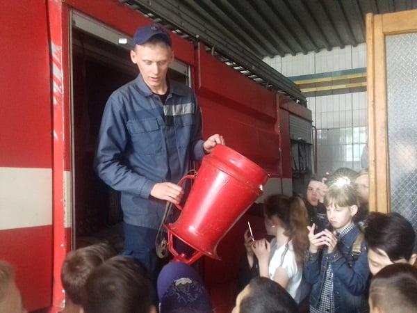 В гостях у спасателей Корабельного района побывали школьники