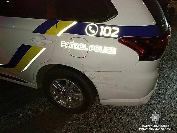 «Мне вообще пох*ру, завтра все порешаю»: в Николаеве пьяный водитель «протер» машину патрульной полиции