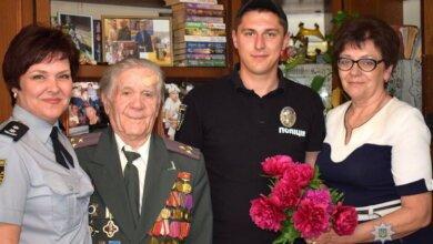 Миколаївські поліцейські напередодні Дня перемоги над нацизмом у Другій світовій війні відвідали ветеранів   Корабелов.ИНФО image 4