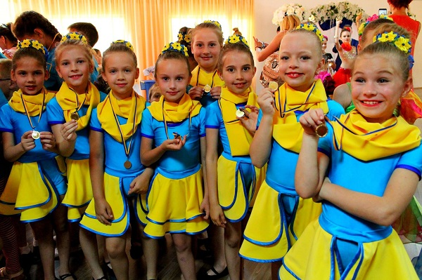 """Танцюристи з палацу культури """"Корабельний"""" привезли нагороди зі всеукраїнського фестивалю"""