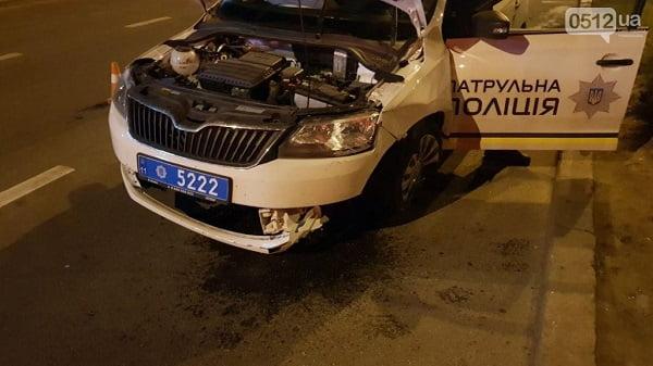 Николаевские полицейские врезались в столб, пытаясь догнать нарушителя