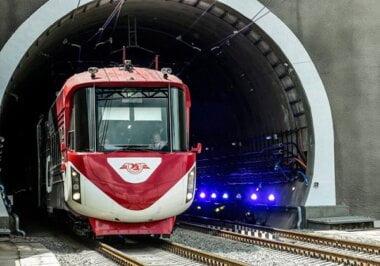 После многих лет строительства в Карпатах открыли железнодорожный тоннель в Европу (ВИДЕО)