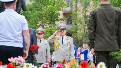 С лозунгами и «фаллическим» эксцессом николаевцы возложили цветы в честь Дня победы (ФОТО) | Корабелов.ИНФО