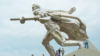 """Photo of 45 лет назад открыли многотонный монумент Воину-Освободителю, изготовленный на заводе """"Океан"""" (Фото)"""