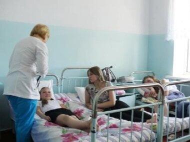 Двое учеников николаевской школы, в которой распылили неизвестный аэрозоль, попали в реанимацию