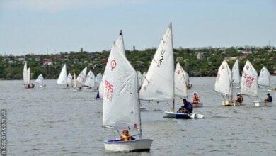 В Николаеве юные яхтсмены открыли 131-й парусный сезон | Корабелов.ИНФО image 1