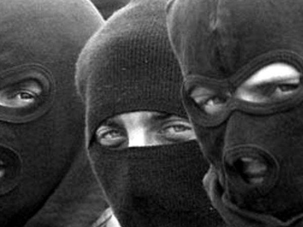 Photo of Неизвестные в масках проникли в дом супружеской пары в Витовском районе, отобрав у них деньги и ювелирные изделия