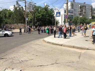 Жильцы общежитий КП «Гуртожиток» после отключения света перекрыли дорогу