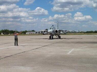 В бригаде тактической авиации, базирующейся в Кульбакино, курсантов учат летать на штурмовиках и поражать цели