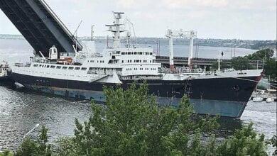 В Николаеве судно повредило антенну при проходе под разведенным Ингульским мостом | Корабелов.ИНФО image 1