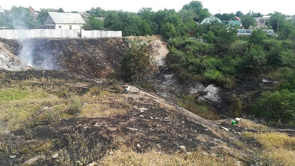 У Корабельному районі вогнеборці загасили пожежу сухої трави на площі 4 га