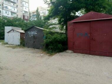 гаражи во дворах по пр. Корабелов