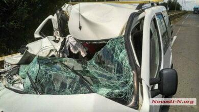 Под Николаевом водитель на «Фиате» уснул и заехал под грузовик — пострадали трое детей | Корабелов.ИНФО