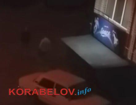 ночью у заведения по ул. Айвазовского, 7