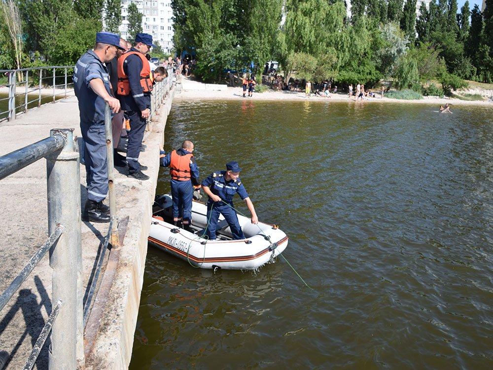 Тело погибшего парня достали из воды николаевские спасатели