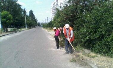 очищення бордюрів у Корабельному районі