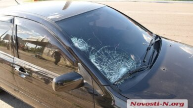 В Николаеве «Мицубиси» сбил женщину на пешеходном переходе — пострадавшую в тяжелом состоянии забрали в БСМП | Корабелов.ИНФО image 4