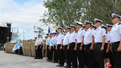 Марш военных, выставка техники и полевая кухня - николаевцы отметили День ВМС Украины | Корабелов.ИНФО image 2