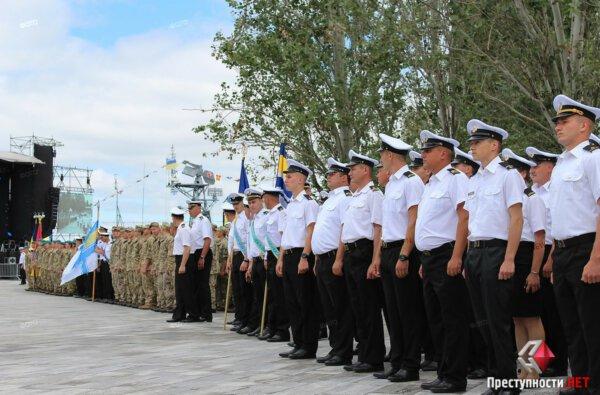 Марш военных, выставка техники и полевая кухня - николаевцы отметили День ВМС Украины   Корабелов.ИНФО image 2