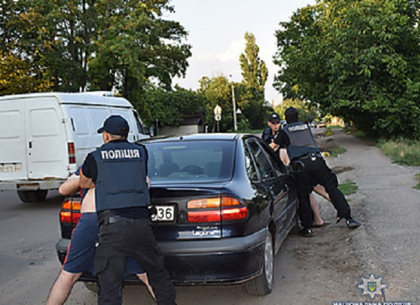 Спецназ задержал в Корабельном районе двух братьев-наркоторговцев, которых выслеживали четыре месяца (Видео)