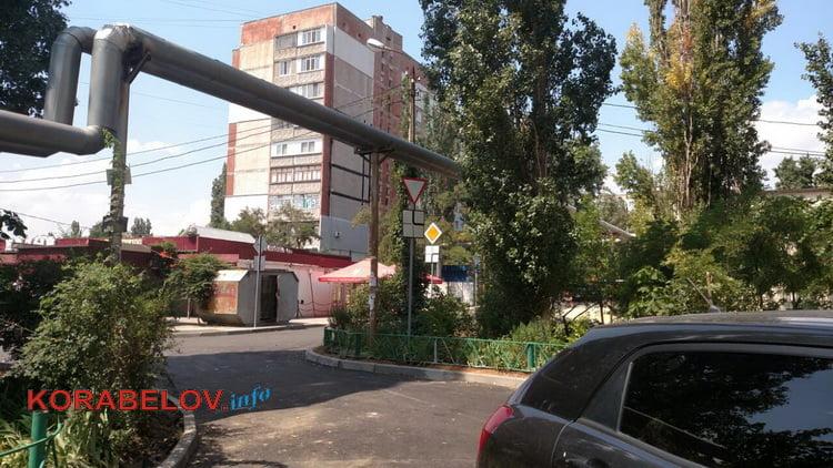 вид напротив подъезда по ул. Ольжича, 3Д