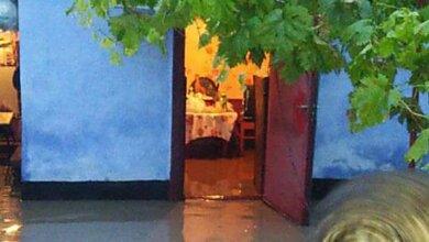 Со двора жилого дома в Корабельном районе МЧС откачивали дождевую воду   Корабелов.ИНФО image 1