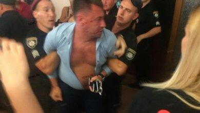 Полиция «заломала» депутата от Корабельного района, участвовавшего в драке на стороне зоозащитников (ВИДЕО) | Корабелов.ИНФО