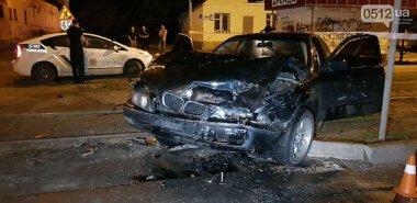 Ночью в Николаеве на перекрестке столкнулись два автомобиля – пострадали пятеро человек