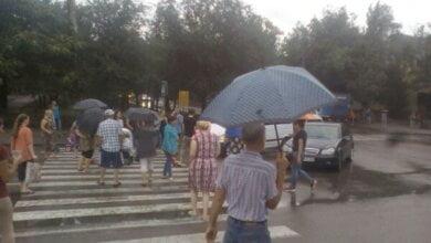 В третий раз за день: жители общежитий в Корабельном районе снова перекрыли проспект Богоявленский (ВИДЕО) | Корабелов.ИНФО image 2