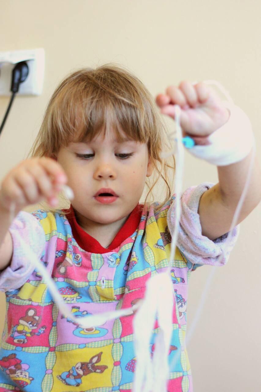 Трехлетней Алёнушке из Корабельного района, нуждающейся в пересадке костного мозга, срочно требуется помощь