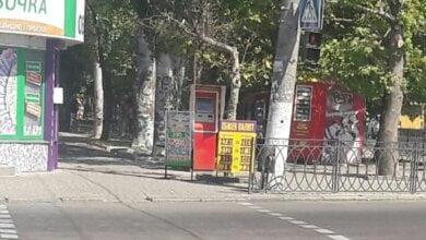 «Снова нарушают», - житель Корабельного района просит убрать рекламные конструкции с тротуара на проспекте | Корабелов.ИНФО