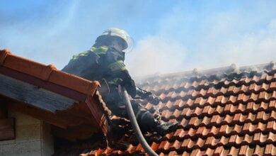 «Неосторожность при курении», - в Корабельном районе пожарные ликвидировали пожар крыши жилого дома   Корабелов.ИНФО image 8