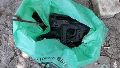 «К счастью, никто не пострадал», - в Николаевской области пьяный мужчина стрелял из автомата по заборам односельчан   Корабелов.ИНФО image 1