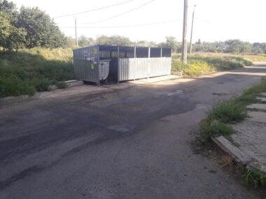 потеки от мусора на дороге