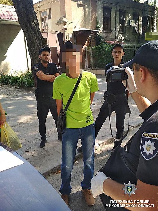 Николаевские патрульные задержали «закладчика» с 60 дозами наркотика
