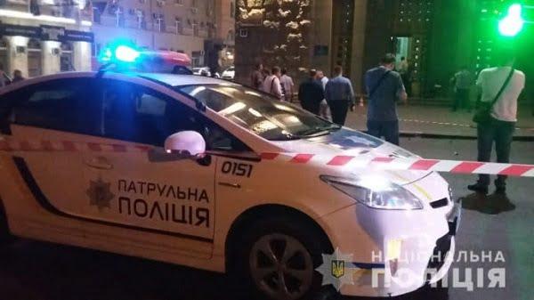 Неизвестный совершил нападение на мэрию Харькова, ранив охранника и застрелив полицейского