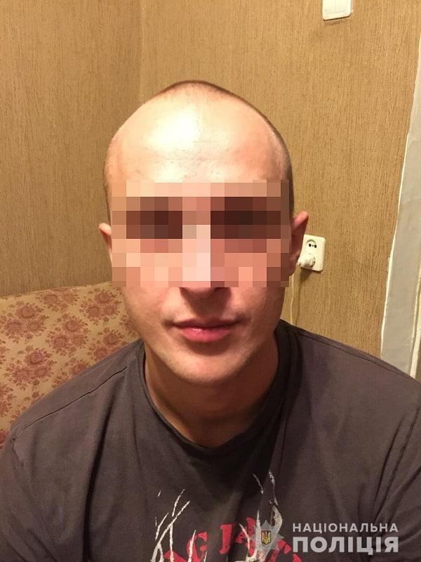 «Периодически применяя насилие», - в Николаеве ревнивец неделю держал свою девушку «под домашним арестом»