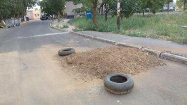 провал на ул. Айвазовского засыпали песком