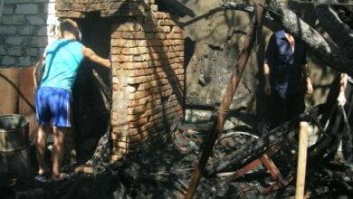 В Корабельном районе загорелся туалет — пожар перекинулся на жилой дом | Корабелов.ИНФО image 2