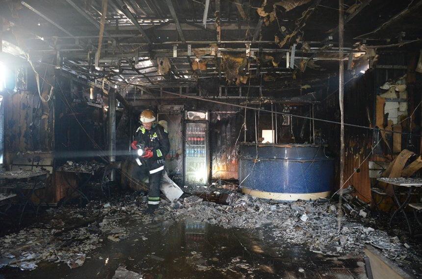 В Корабельном районе сгорел банкетный зал