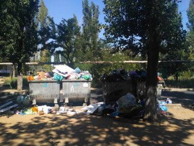 переполненные мусорные баки в Корабельном районе