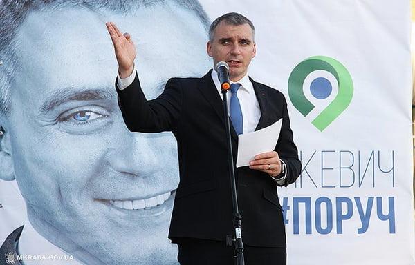 Photo of «Выйди отсюда!», — Сенкевич поскандалил с таксистом, спросившим у мэра, где отремонтированные дороги (ВИДЕО)
